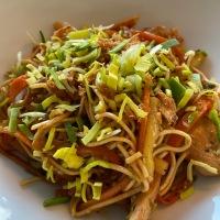 Nouilles sautées au poulet, façon chinoise